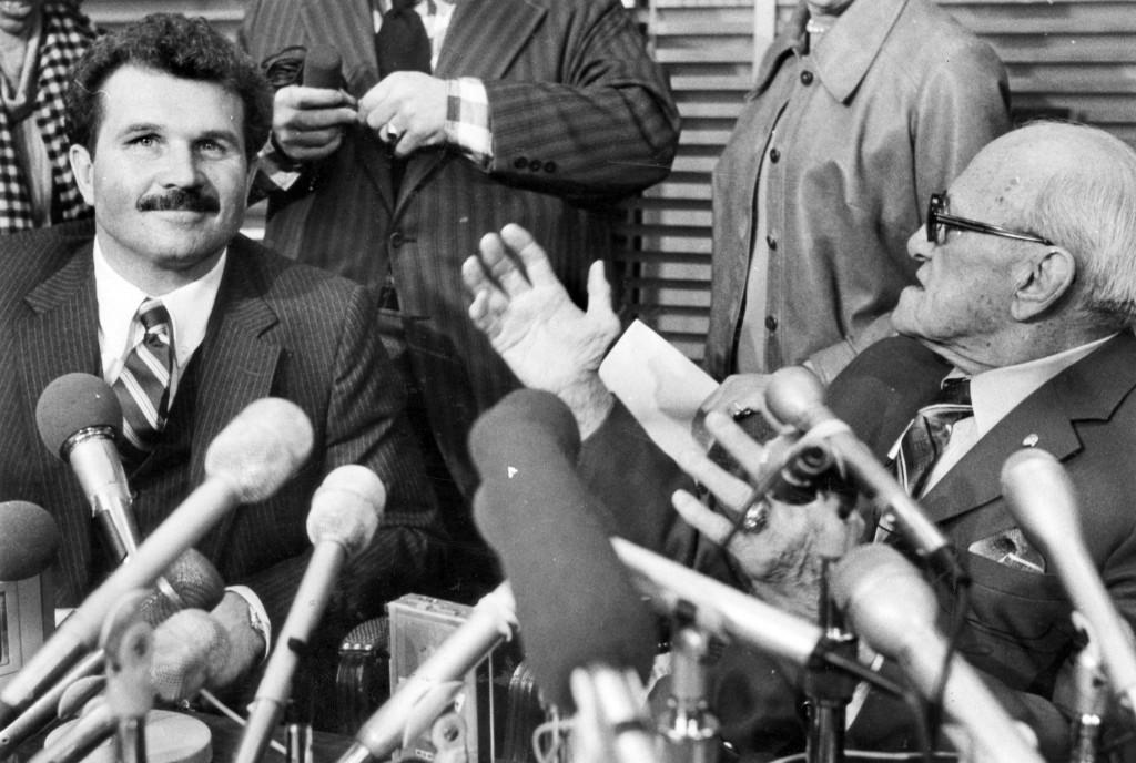 Chicago Tribune File Photo :  ..OUTSIDE TRIBUNE CO.- NO MAGS,  NO SALES, NO INTERNET, NO TV, CHICAGO OUT.. George Halas announces Mike Ditka as head coach on Jan. 20, 1982. Chicago Tribune file photo.