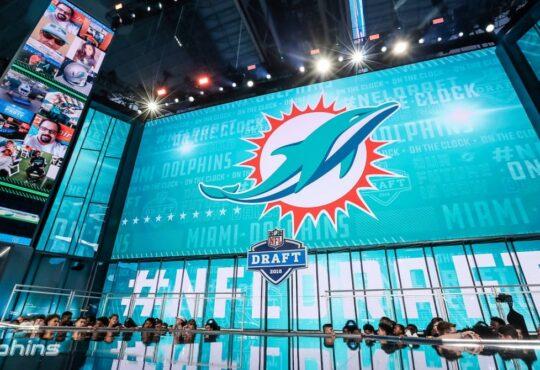 Οι 49ers κι οι Dolphins πραγματοποιούν μία τεράστια ανταλλαγή – κι αλλάζουν ριζικά το άμεσο μέλλον τους